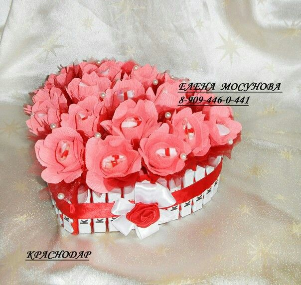 Валентинка из роз и киндеров