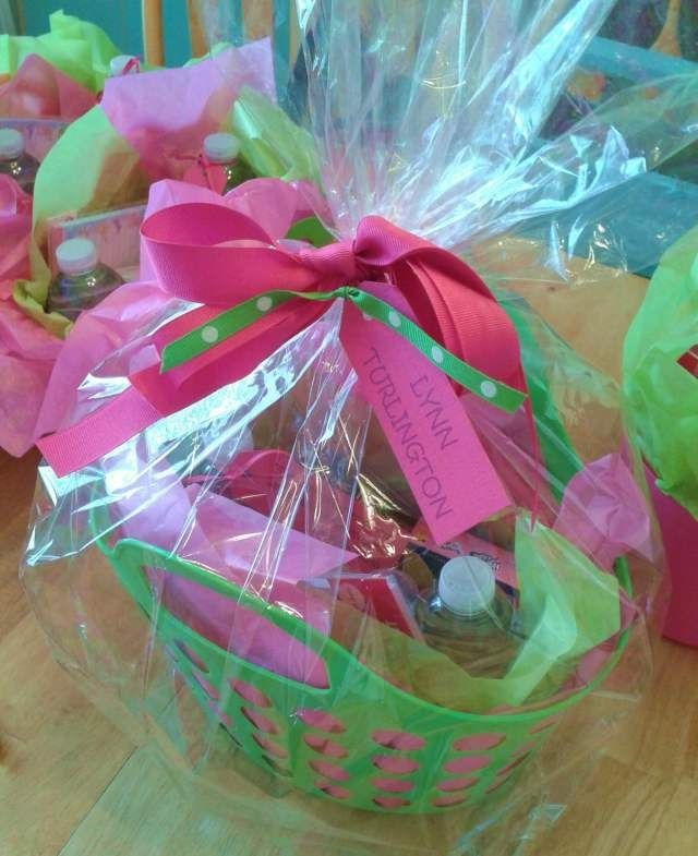 end of year teacher gift basket - ideas to put inside, affordable, themes & colors