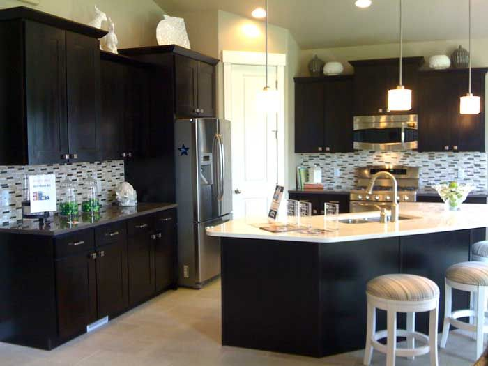 Kitchen layout idea love the dark cabinets look babe for Kitchens with islands in the middle