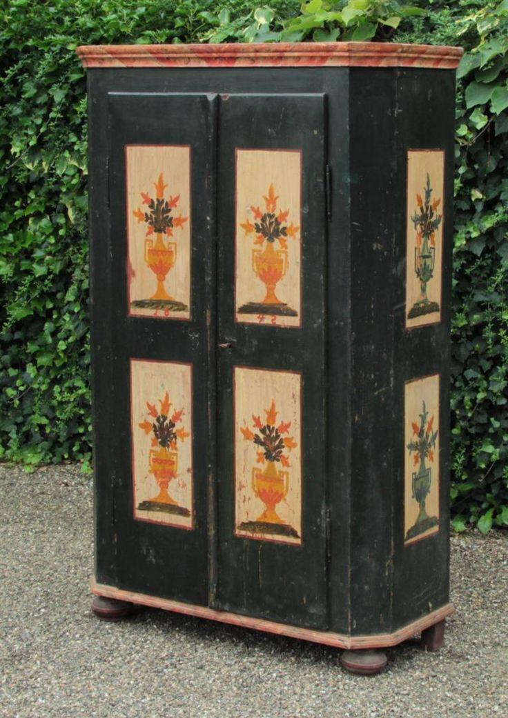 Antieke Oostenrijkse Bruidskast Leeftijd: ± 1842 ( 19e eeuw ) Herkomst: Oostenrijk Houtsoort: Grenen beschilderd