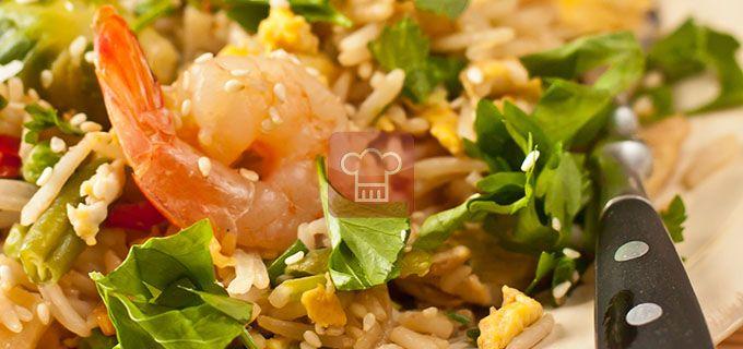 Жареный рис с яйцом и креветками   Кулинарный журнал StayDelicious
