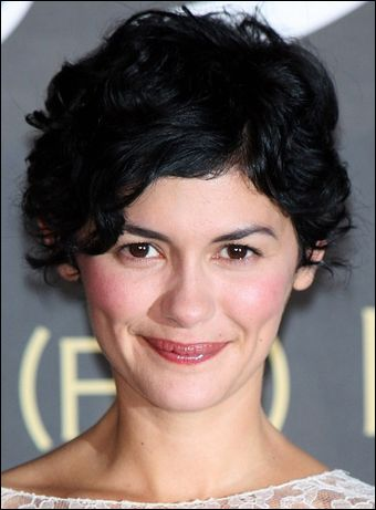 Short curly hair: Shorts Curly Hairstyles, Curly Pixie, Audreytautou, Audrey Tautou, New Haircuts, Curly Haircuts, Cute Shorts, Hair Recipe, Shorts Hairstyles