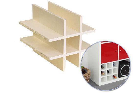 Pourquoi acheter un casier à vin, si vous avez une tablette de Kallax ?  Avec lutilisation de la tablette CALDARO, vous faites sur votre étagère Kallax en un clin de œil une pratique bouteilles ou casier à vin.  Le Regal dans lusage de conception IKEA est insérée sans outils ensemble et facilement poussé dans un compartiment du plateau de Kallax dans.  La robustesse et la haute précision assure une insertion presque sans lacunes de linsert dans le plateau de Kallax. Lutilisation de la Regal…