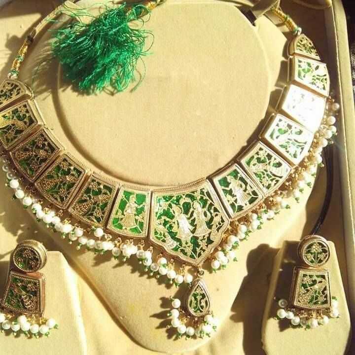 Beautiful Thewa jewellery Set || Source: https://www.facebook.com/506227722850337/photos/a.506230466183396.1073741825.506227722850337/552848601521582/?type=1&theater