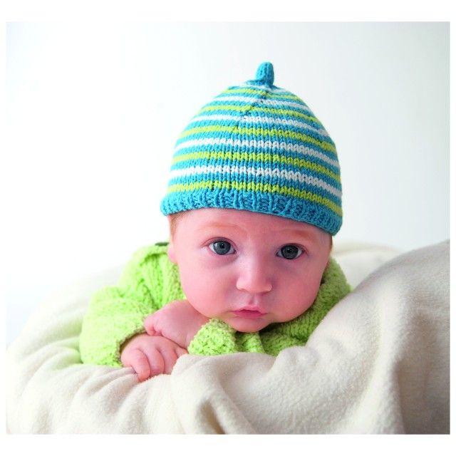 Kjenner du en liten som trenger en lue som holder hodet varmt? Disse luene er kjempelette å strikke, og søte gaver til den nyfødte. Og den nye mammaen blir helt sikkert også glad!