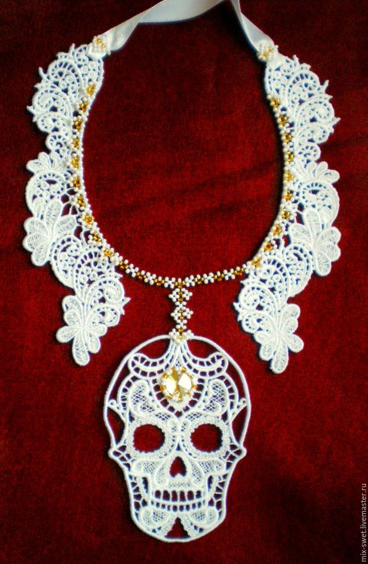 Купить Украшение ЧЕРЕП - Хэллоуин, белый, вышивка, украшение, бисер, подвеска, череп, черный