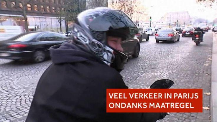 Parijzenaars trekken zich maar weinig aan van autoverbod om smog | NOS