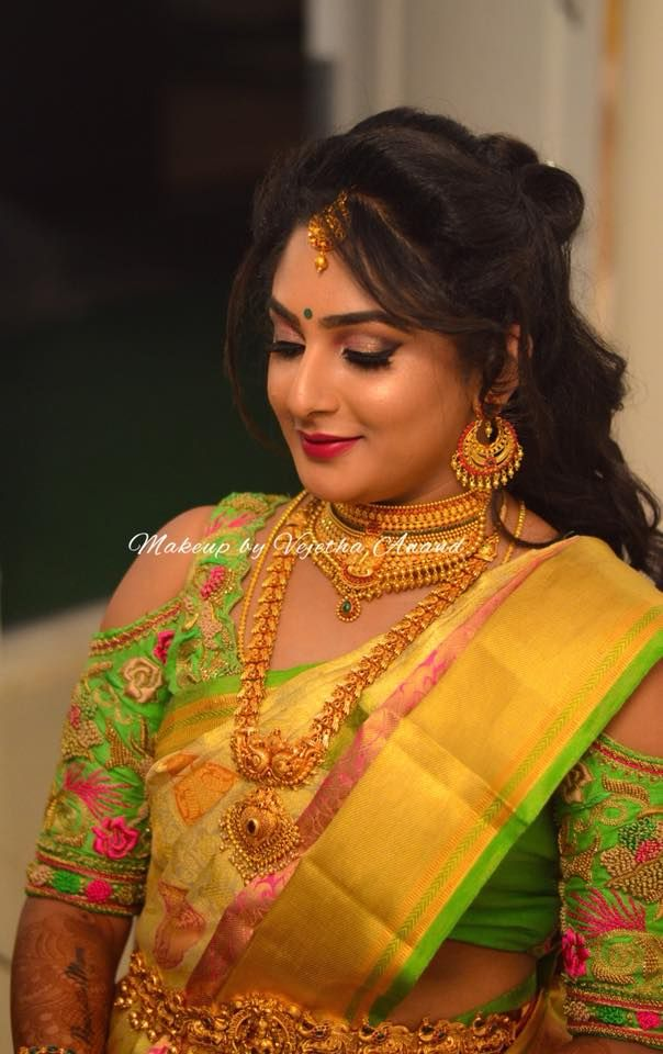 Akshata looks ravishing for her reception. This romantic bridal look was achieved by Vejetha for Swank. South Indian bride. Indian bridal makeup. Red lips. Bridal silk saree. Saree blouse design. Bridal hairstyle. Bridal glow. Bridal gold jewellery. Eye makeup on fleek.