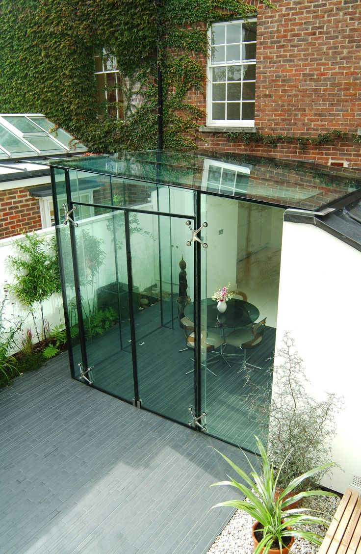 John Onken Architects simple glass extension in Chiswick
