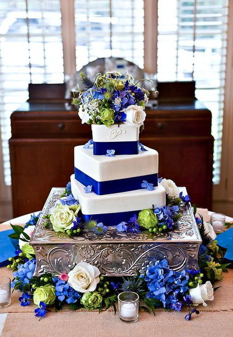 wedding cake  blue/green............. just really love the antique silver box the cake is sat on :) want one