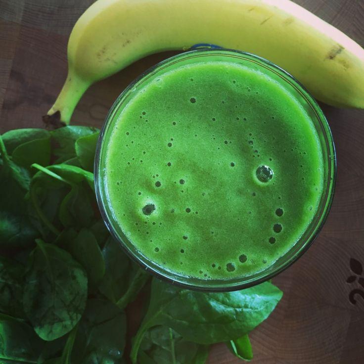 Goedemorgen, #detox dag 1. Smoothie banaan, spinazie, mango en groene thee. #greenhappiness #chicascooking