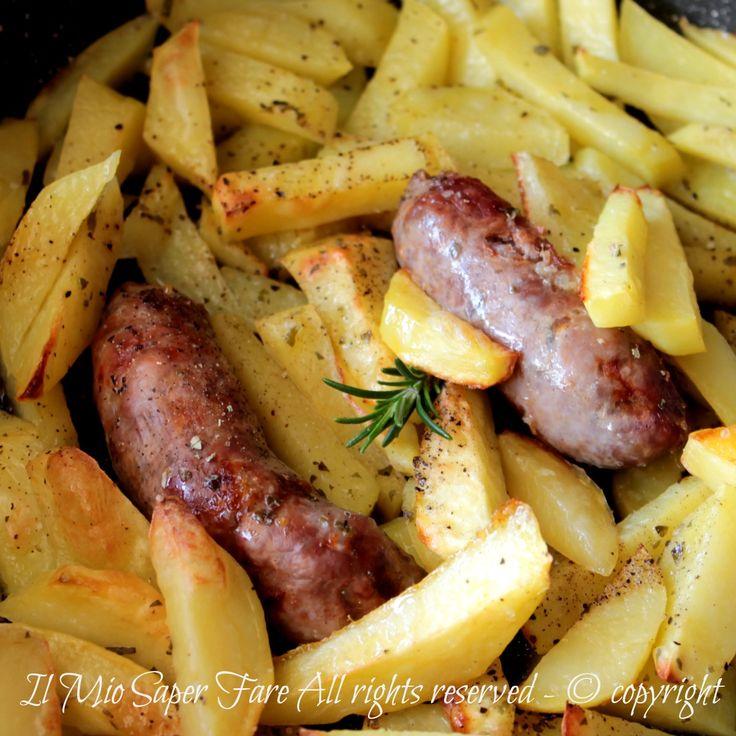 Salsiccia e patate in padella o in forno secondo piatto facile