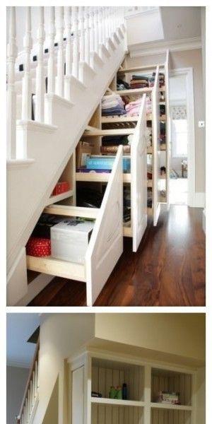 Witte trap met handige kasten!