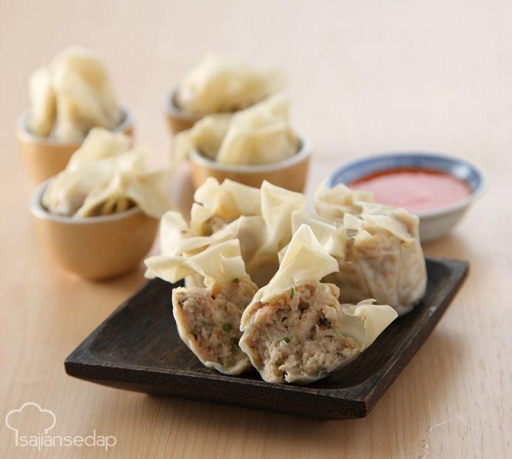 Siomay ayam bisa jadi makin lezat jika ditambahkan udang cincang dan jamur. Udang dan jamur yang dicincang kasar akan memberi tekstur kenyal dan garing yang membuat lidah jatuh cinta.