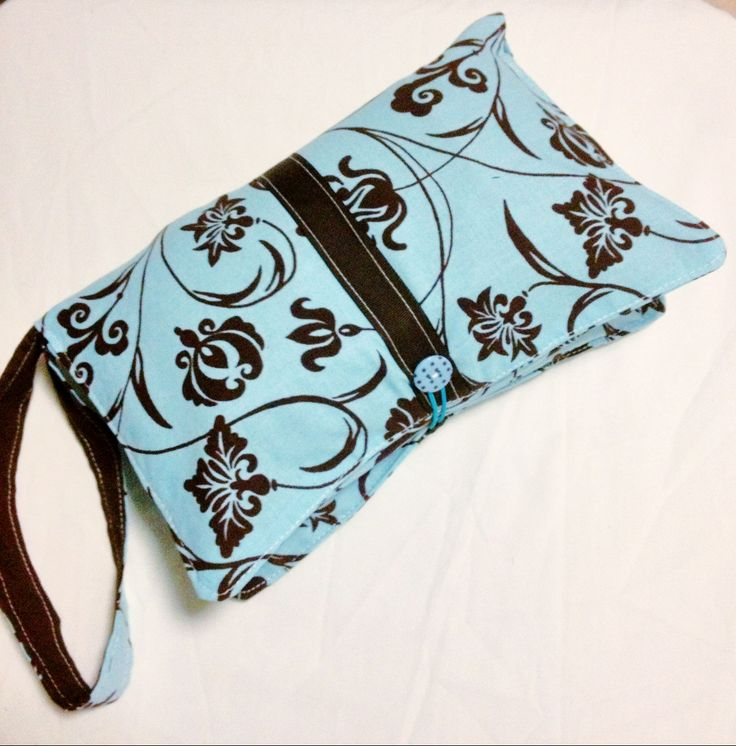 A nappy clutch is your all-in-one carry case to take anywhere. It can easily hold 3-4 spare nappies, a travel size wipes case, as well as any other small items like creams etc, and has an internal strap to secure a spare key or pacifier.  - See more at: http://www.mummysmonsters.org