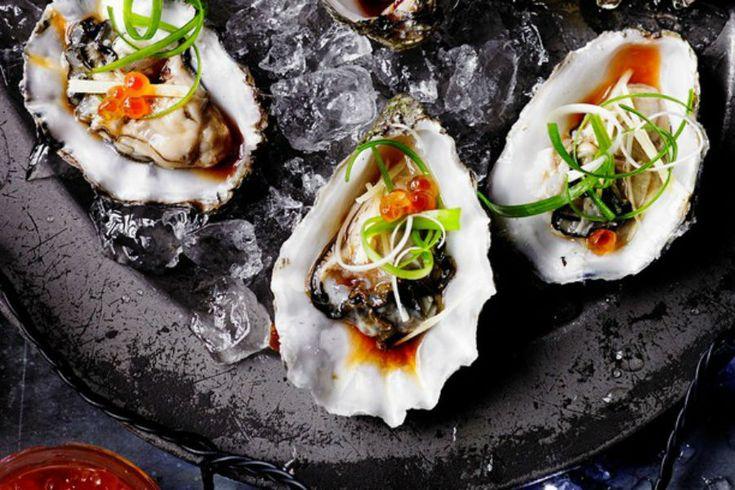 Estas ostras con ralladura de jengibre y aderezo japonés es una de esas preparaciones que son sumamente elegantes, no solo por su presentación si no