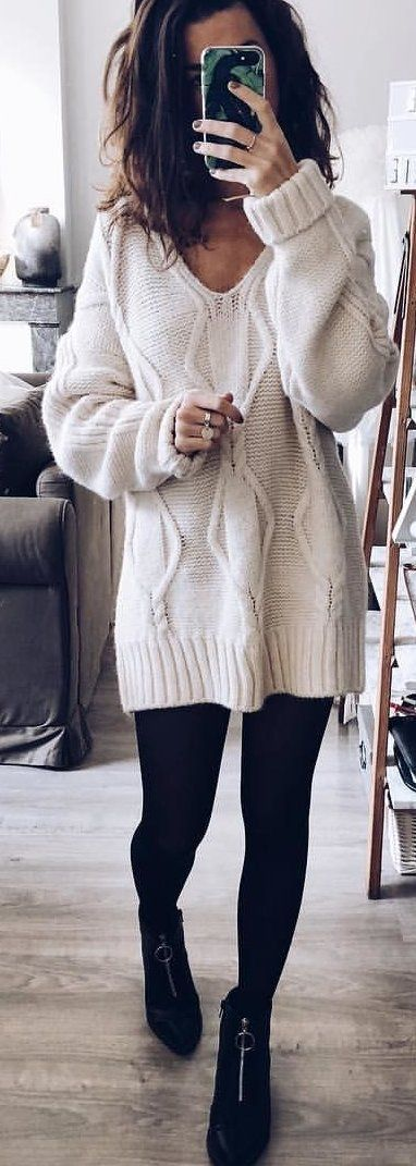 #spring #outfits woman in white sweater and black pants holding black smartphone. Pic by @joliependerie