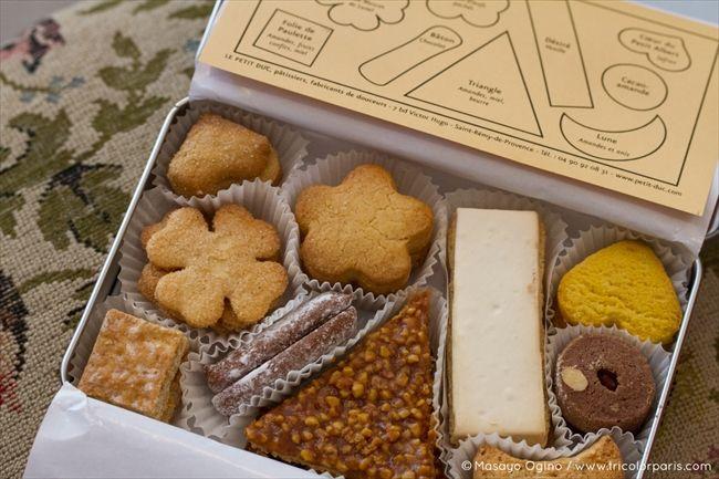 「ル・プチ・デュック」のスペシャリテの一つであるクッキーのアソートは美しい銀色の缶入り。古文書をひも解き、試行錯誤を重ねて中世の味を再現したクッキーはどこか懐かしくおいしい