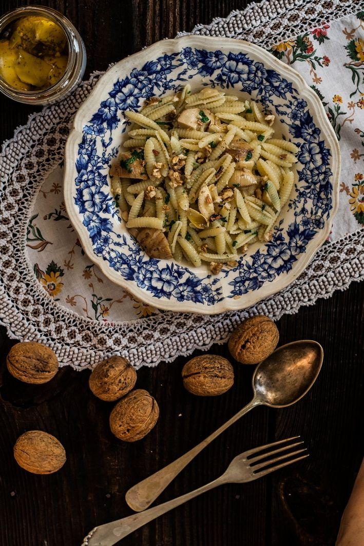 Wegan Nerd - Kuchnia roślinna : PROSTY SARDYŃSKI MAKARON Z KARCZOCHAMI, OLIWĄ I ORZECHAMI WŁOSKIMI