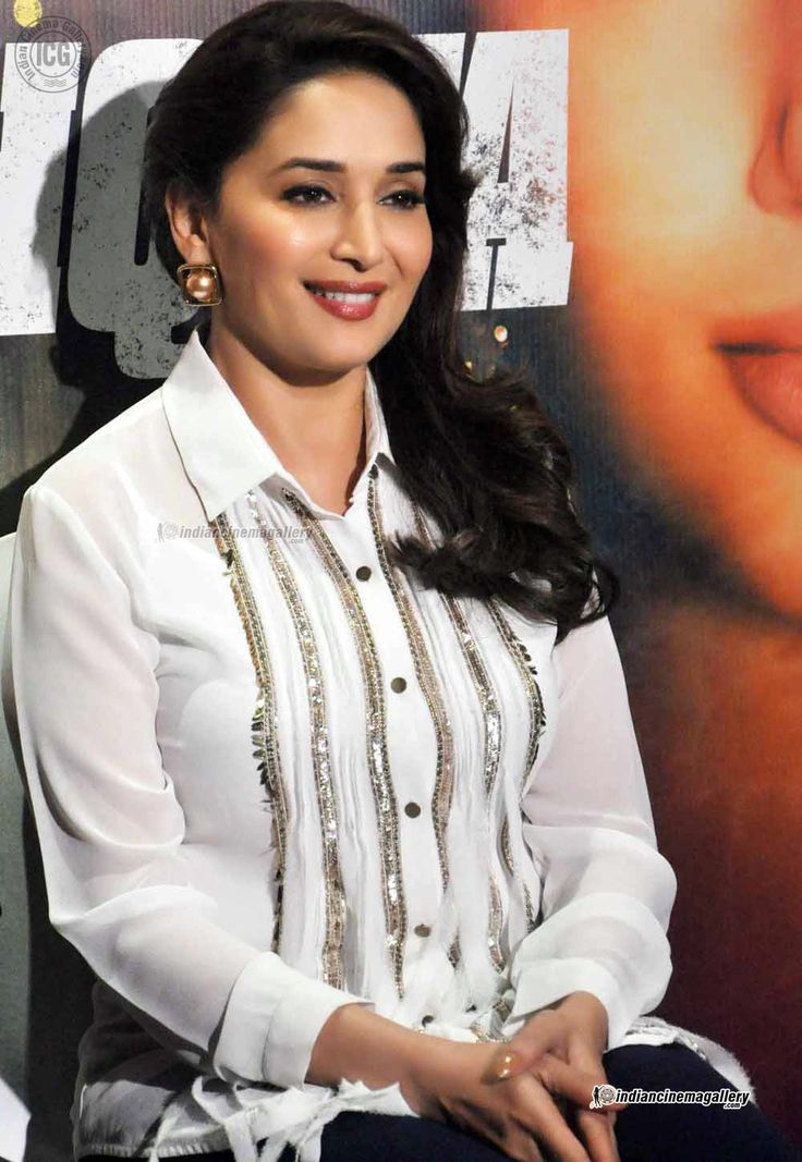 Madhuri-Dixit-at-Dedh-Ishqiya-promotion-(3)