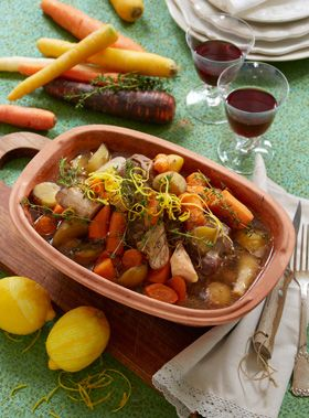 Skøn simremad i ovn, der passer sig selv, når først låget er lagt på, er perfekt vintermad