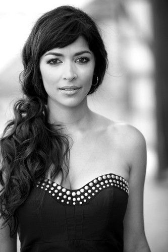 Hannah Simone. She's so beautiful! Knows her as Cece from New Girl. She's also really funny!