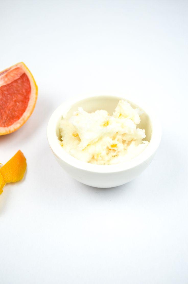 DIY Naturkosmetik: Grapefruit-Peeling mit Zucker, Aprikosenkernöl und Grapefruit-Zesten  / handmade bodyscrub with sugar, apricot kernel oil and grapefruit stripes