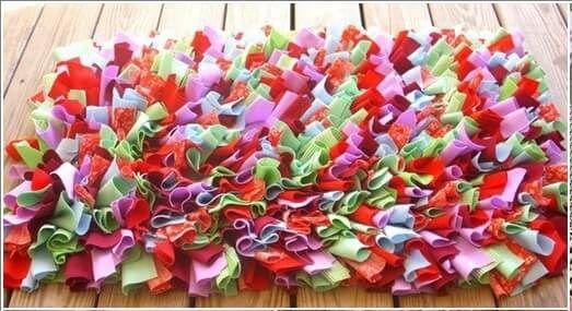 Como hacer una alfombra con retazos de tela.