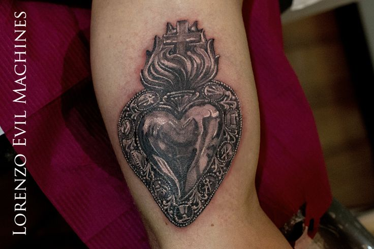 Ex Voto Holy Heart Sacro Cuore Tatuaggio Realistico Realistic Black And Gray Tattoo By