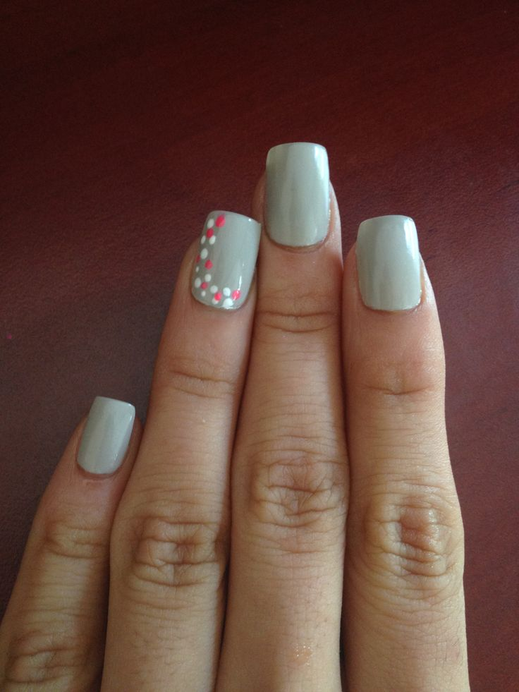 Grey with dotting pen accent nail