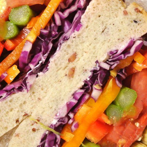 ベビーコーン+トマト+アスパラガス+パプリカ+紫キャベツ+スモークサーモン+ゴマドレ+からしマヨネーズ+クリームチーズ+グロワール発芽玄米食パン(千賀作)