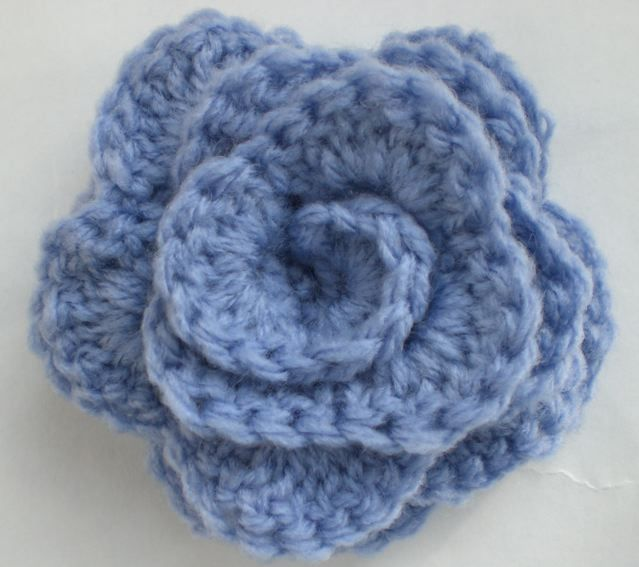 ...and another pretty crochet rose: free pattern