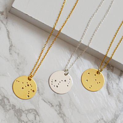 Naszyjniki ze znakiem zodiaku. Zobacz na: https://laoni.pl/bizuteria-ze-znakiem-zodiaku #naszyjniki #znakzodiaku #złote #biżuteria #celebrytki