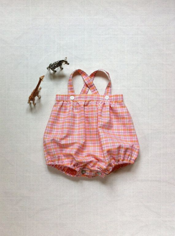 Retro style and pink squares, the perfect ingredients for a baby romper!