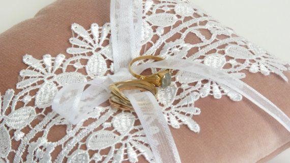 cojín de terciopelo / / blush rosa anillo de la por LiveLoveSmile