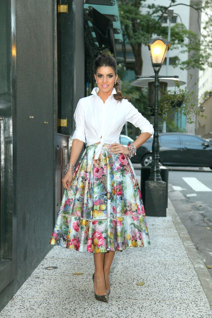 Fashion blogger Camila Coelho wearing a gorgeous floral midi skirt with classic white shirt. So Grace Kelly!