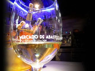 ¿Salimos hoy en Vitoria? Blog de turismo dedicado a Vitoria - Gasteiz y a su provincia Alava: GASTROBARES EN LA PLAZA DE ABASTOS