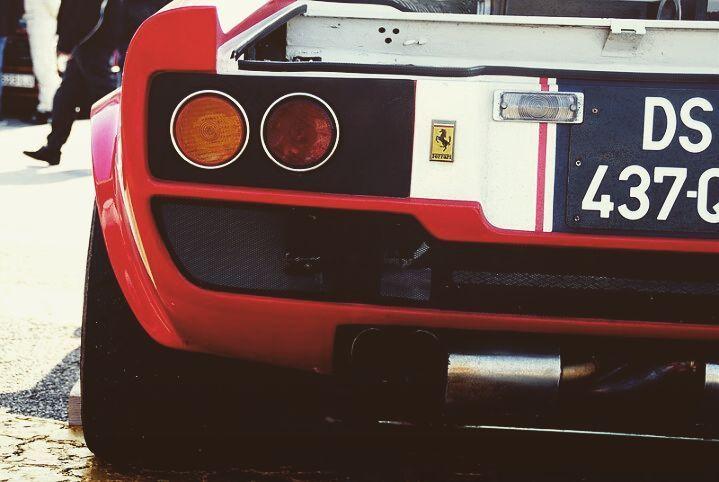 Ferrari tiene miles de modelos y variantes que ha creado a lo largo de sus 70 años de historia. Alguien sabe que modelo es exactamente el de la foto? Pista: es un Dino  #thedrivetastic #drivetastic #spiriteddrive #ferrari #ferraridino #ferrarinart #nart #vintage #classiccar #sportscar #rosso #competizione #like #follow