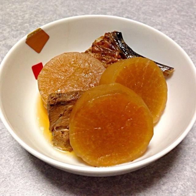 今日もまだ おせち料理を食べるので、新たに作ったものは、これぐらい。 - 4件のもぐもぐ - ブリ大根 by Orie Ueki