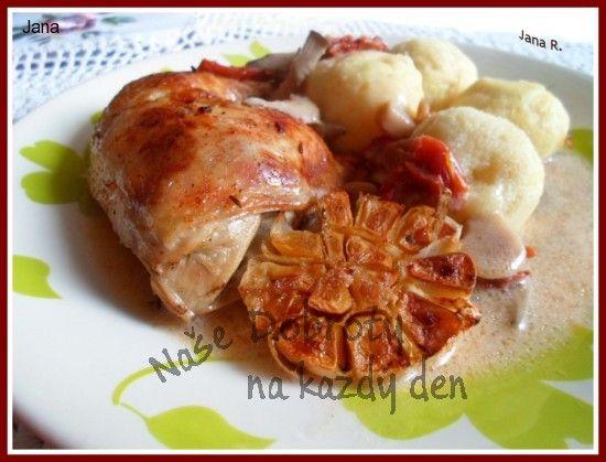 Naše Dobroty na každý den - Pečená kuřecí stehna na hlívě, česneku a sušených rajčatech.