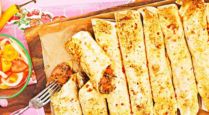 Recept på burrito med pulled beef och bönor. Superenkel rätt där färdig pulled beef rullas in i tortillabröd och gratineras med ägg och chili.