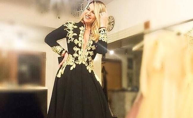 Leonora Jakupi ka bërë të ditur se ka prolonguar përkohësisht projektin e këngës së re popullore me motive patriotike. Këngë ...Puhia.com #lifestyle #portal