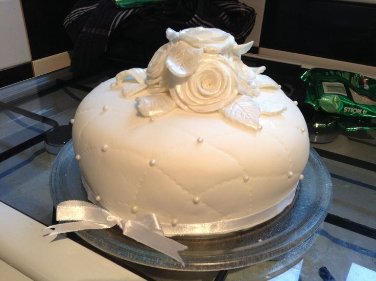 The cake I made for My mums birthday, I can't believe how well it came out and the roses were easy to make. Very happy :-D