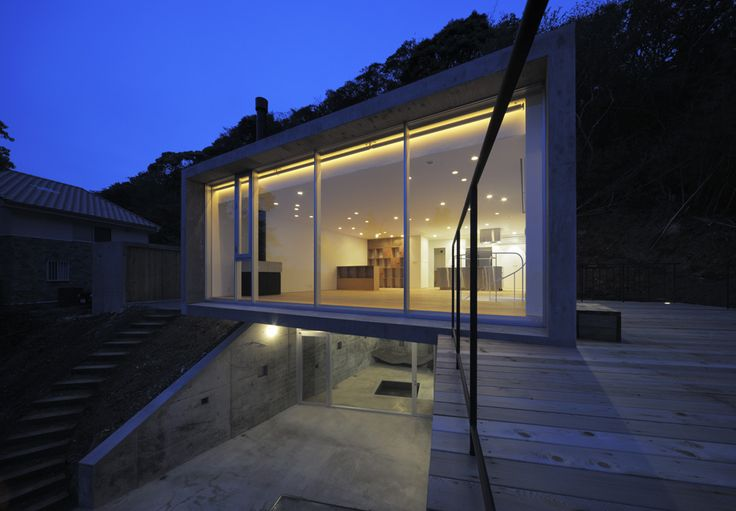 A House in Kisami / Florian Busch Architects: the glass box #architecture