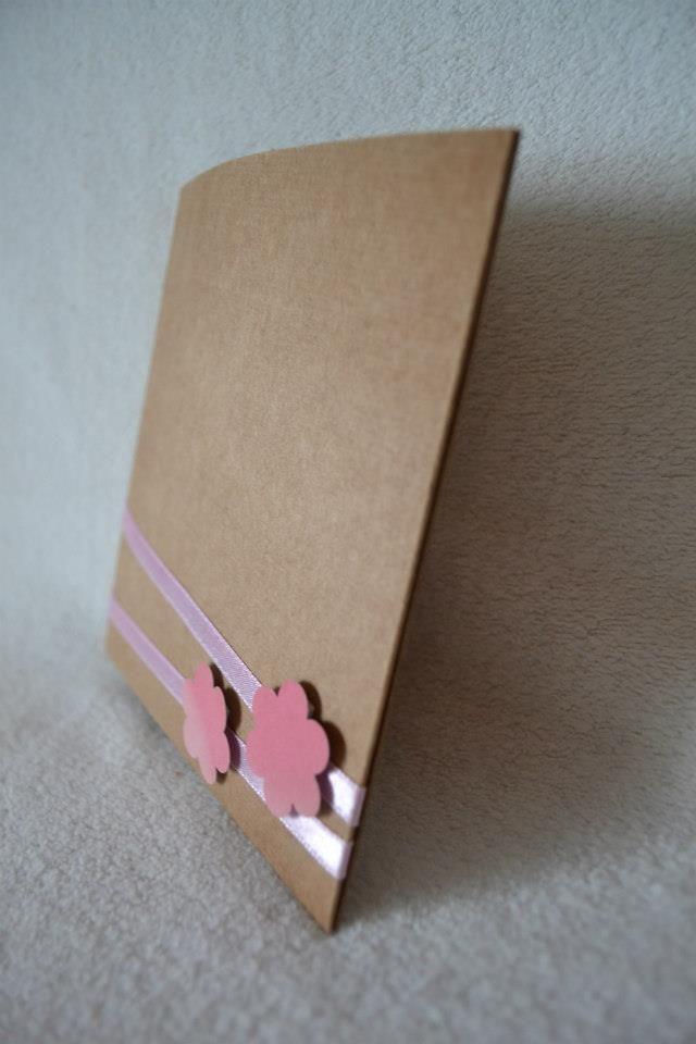 Simple CD and DVD case made from paperboard, detail. Virágok, de akár halálfej is lehet, ha te egy death metal együttesben játszol:)
