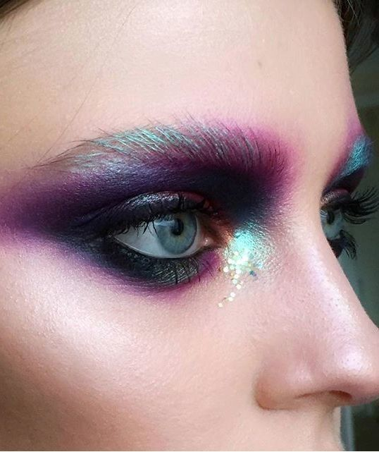 Northern Lights - Out of This World Metallic Makeup Looks - Photos                                                                                                                                                                                 More