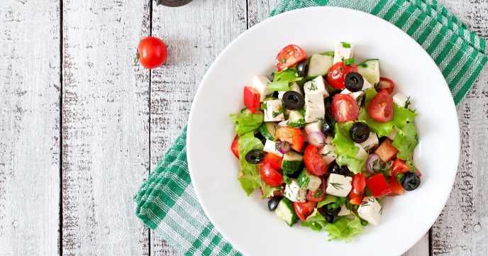 A lovely, light Greek salad to keep you going at work. This low calorie, quick and easy meal is a simple lunch to be made and enjoyed any day of the week.