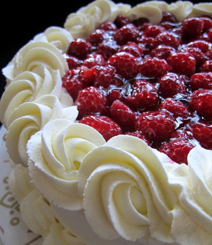 Tårtor, cupcakes, andra söta bakverk och ett och annat bröd. Inspiration, tips och många recept.
