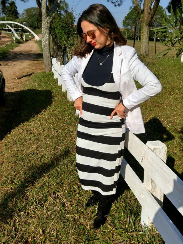 Blog Femina - Modéstia e Elegância: Vestido listrado preto e branco da Romwe