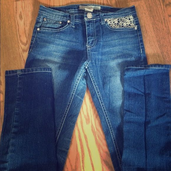 Little girls  free planet jeans Girls size 14 free planet jeans with flower design on pockets Free planet  Jeans Skinny